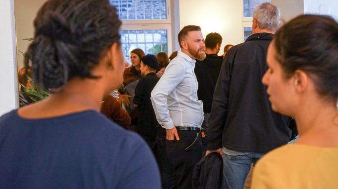 Rauschendes Fest Zur Eröffnung Des Buchtrailer-Büros
